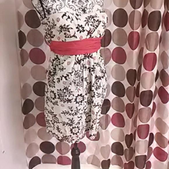 Speechless Dresses & Skirts - Strapless summer mini dress with pockets